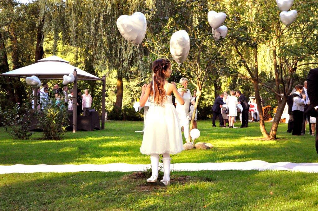 Strandhus Hochzeit Blumenkind